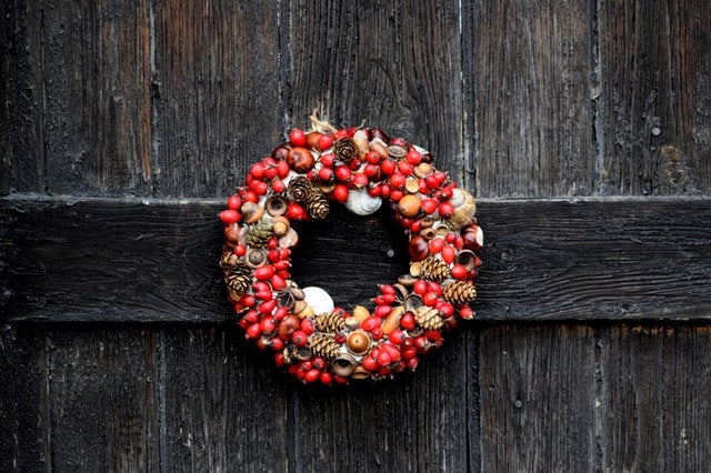 Tip of the Week: Keeping Wreaths Fresh through the holidays