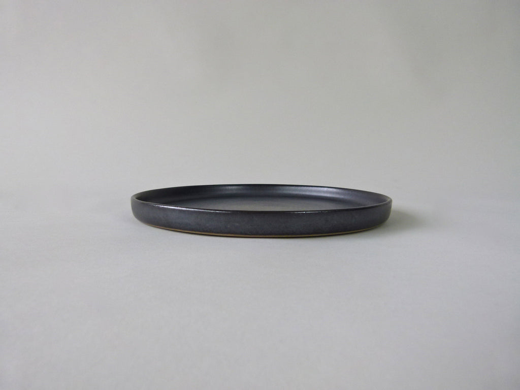 French Stoneware Grès de Puisayeplate by Les Guimards. Anthracite - Medium - eyespy
