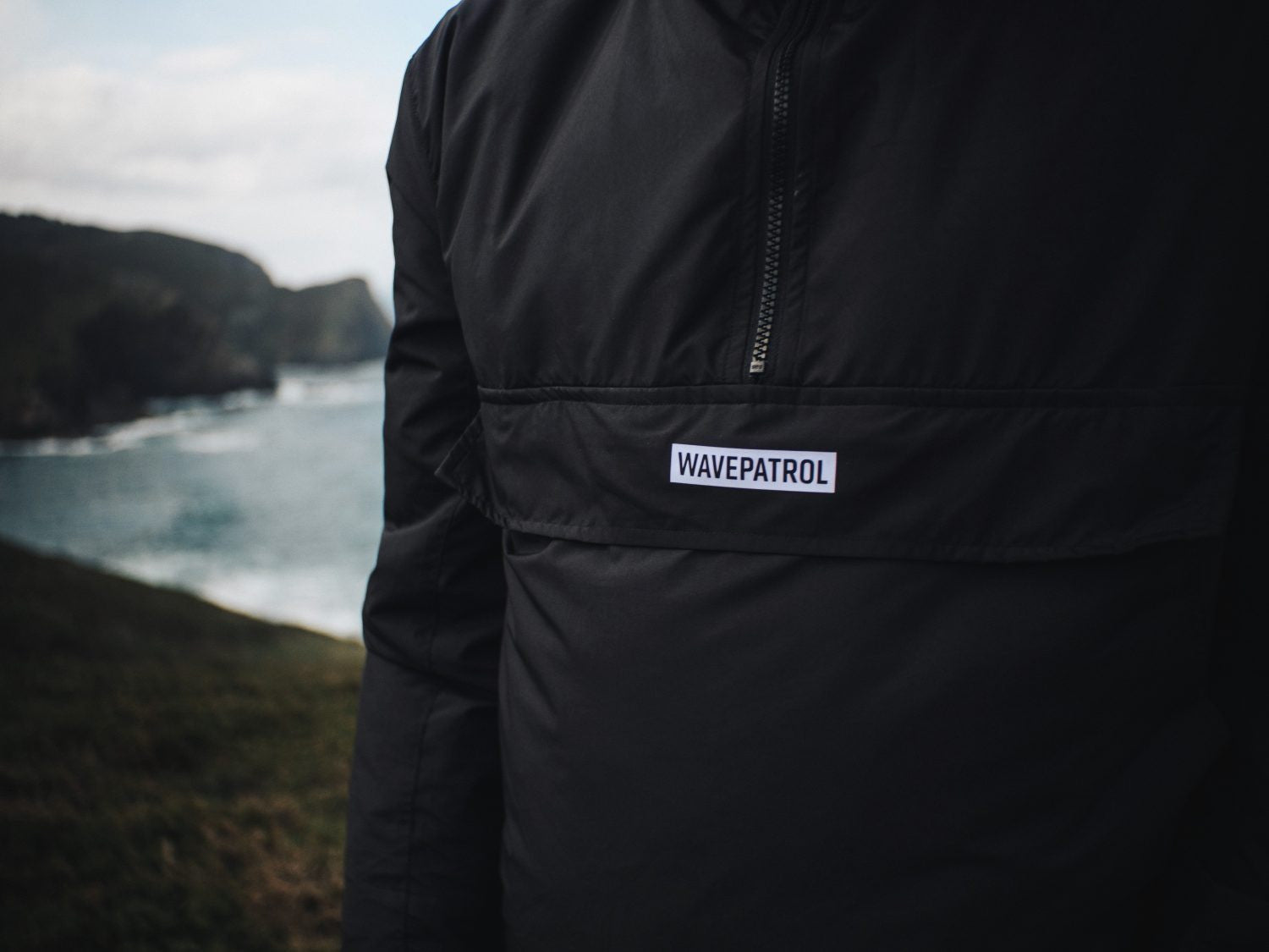 BLACK PULL OVER JACKET - WAVEPATROL