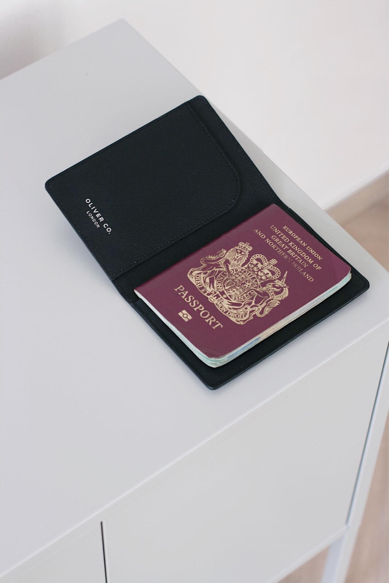 Oliver Company Passport Holder Black 4
