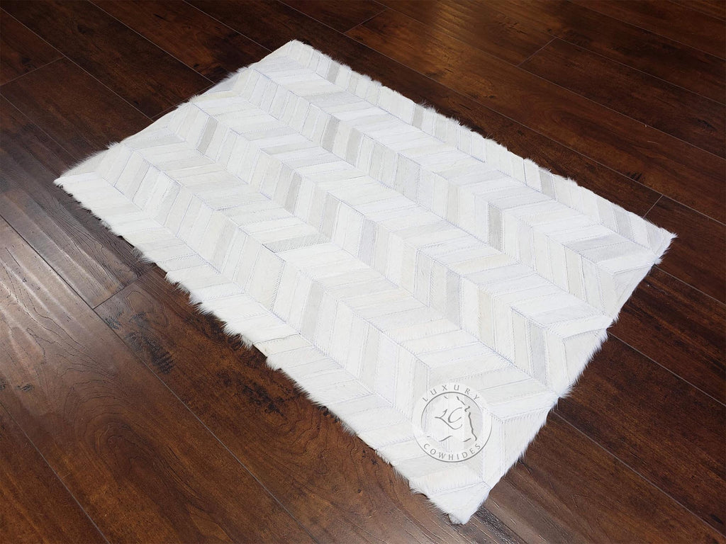 "CHEVRON COWHIDE DESIGNER RUG, OFF WHITE, 24"" x 35"" APPROX."