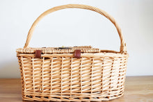 Load image into Gallery viewer, WICKER PICNIC BASKET