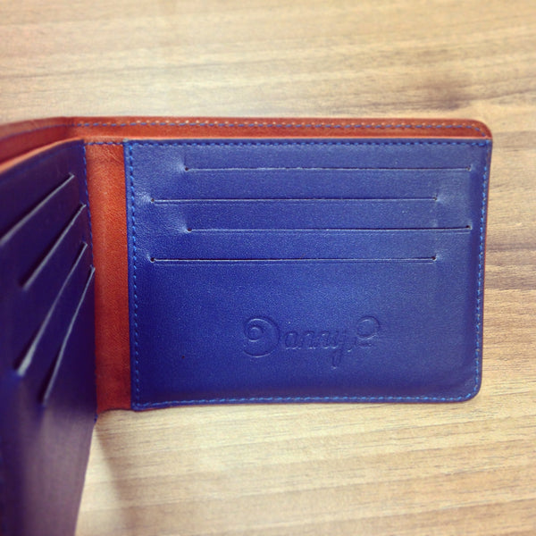 How to clean your leather wallet - empty your wallet fb9578327f85