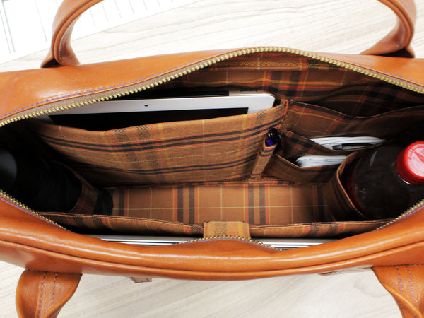 Leather messenger bag - inside pockets