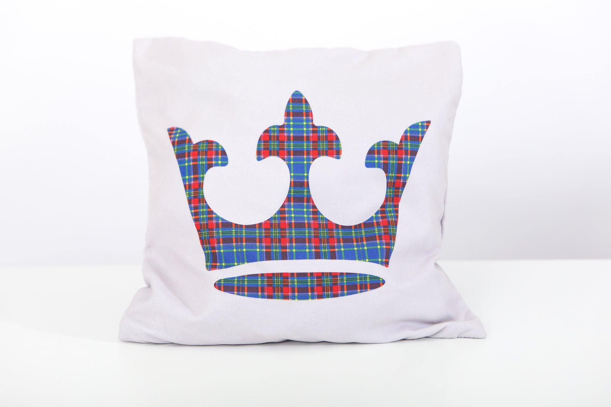 Design option 2: Large tartan crown on white pillowcase