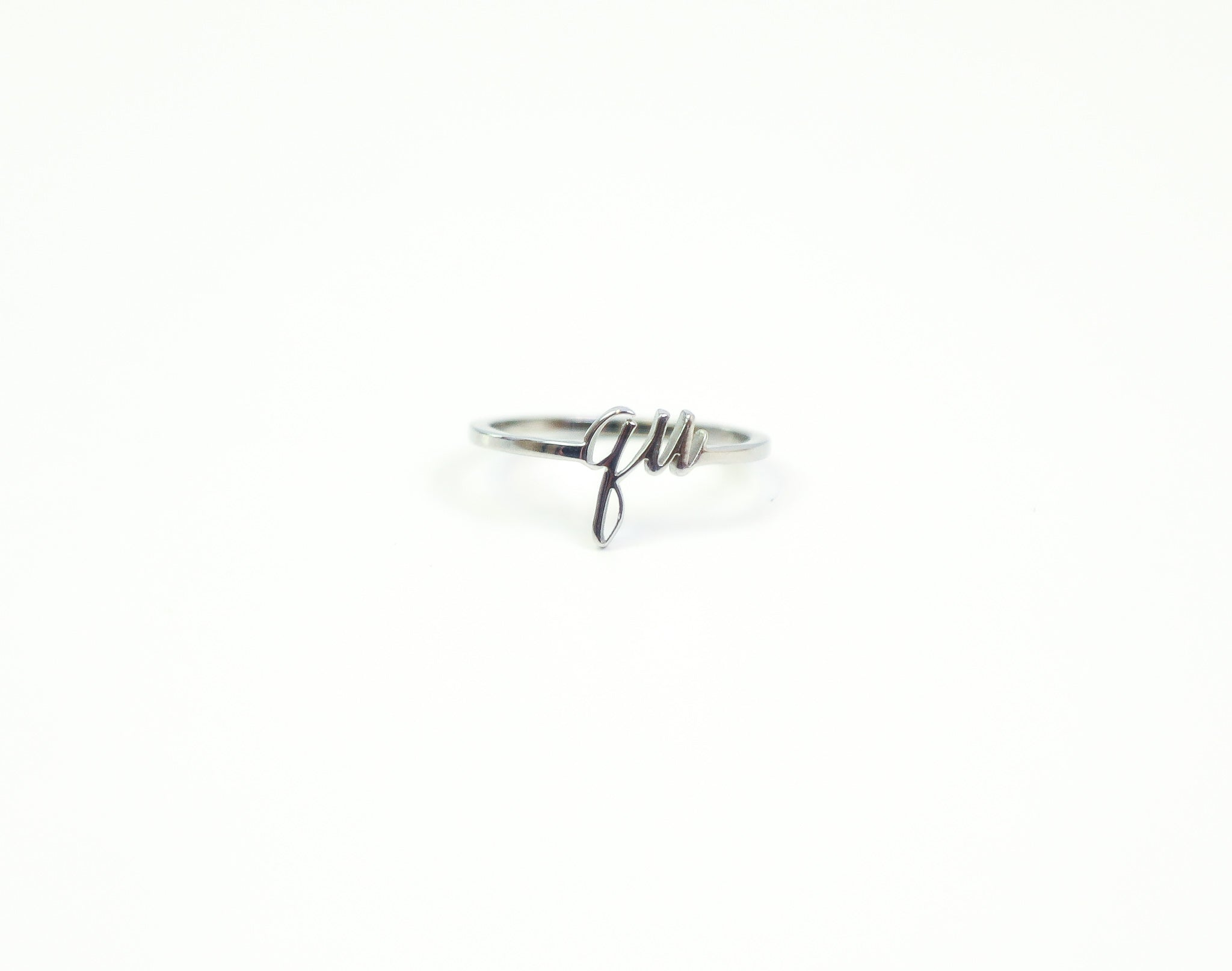 Silver ring with a cursive qu