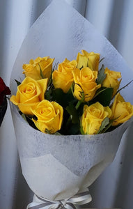 10 stems of short coloured intermediate roses