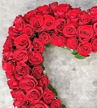 Load image into Gallery viewer, Red Rose Heart Wreath