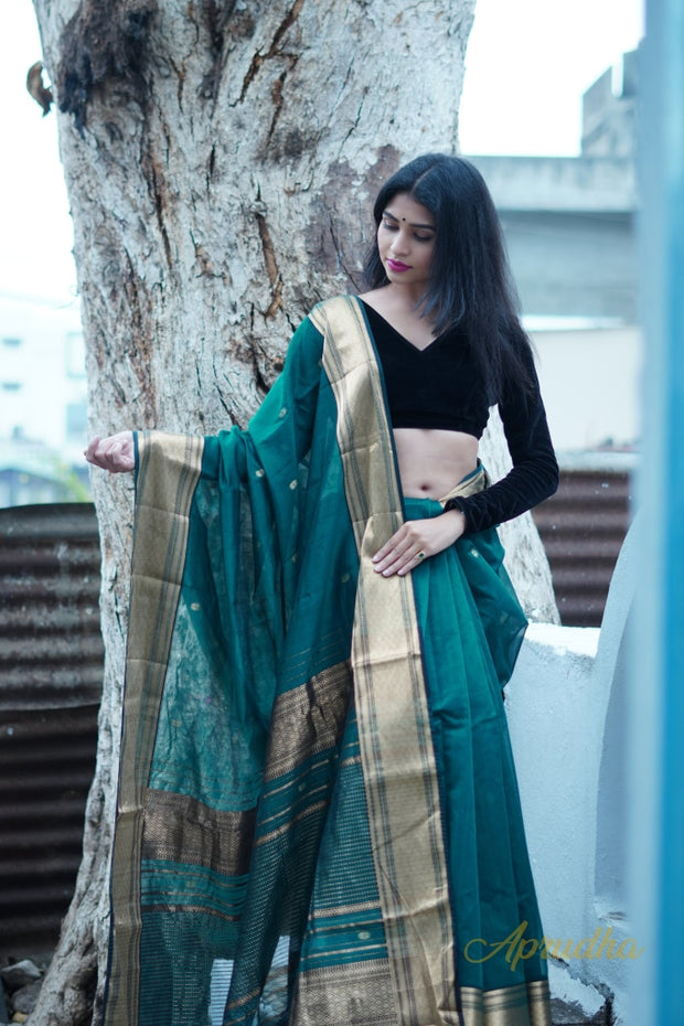 Bottle Green & Gold Silk Cotton Saree - Aprudha