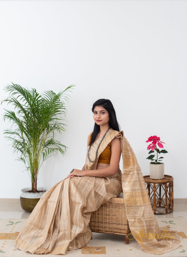 Monochromic Silk Beauty - Aprudha