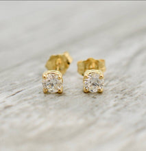 Load image into Gallery viewer, Diamond stud earring - tissinyc