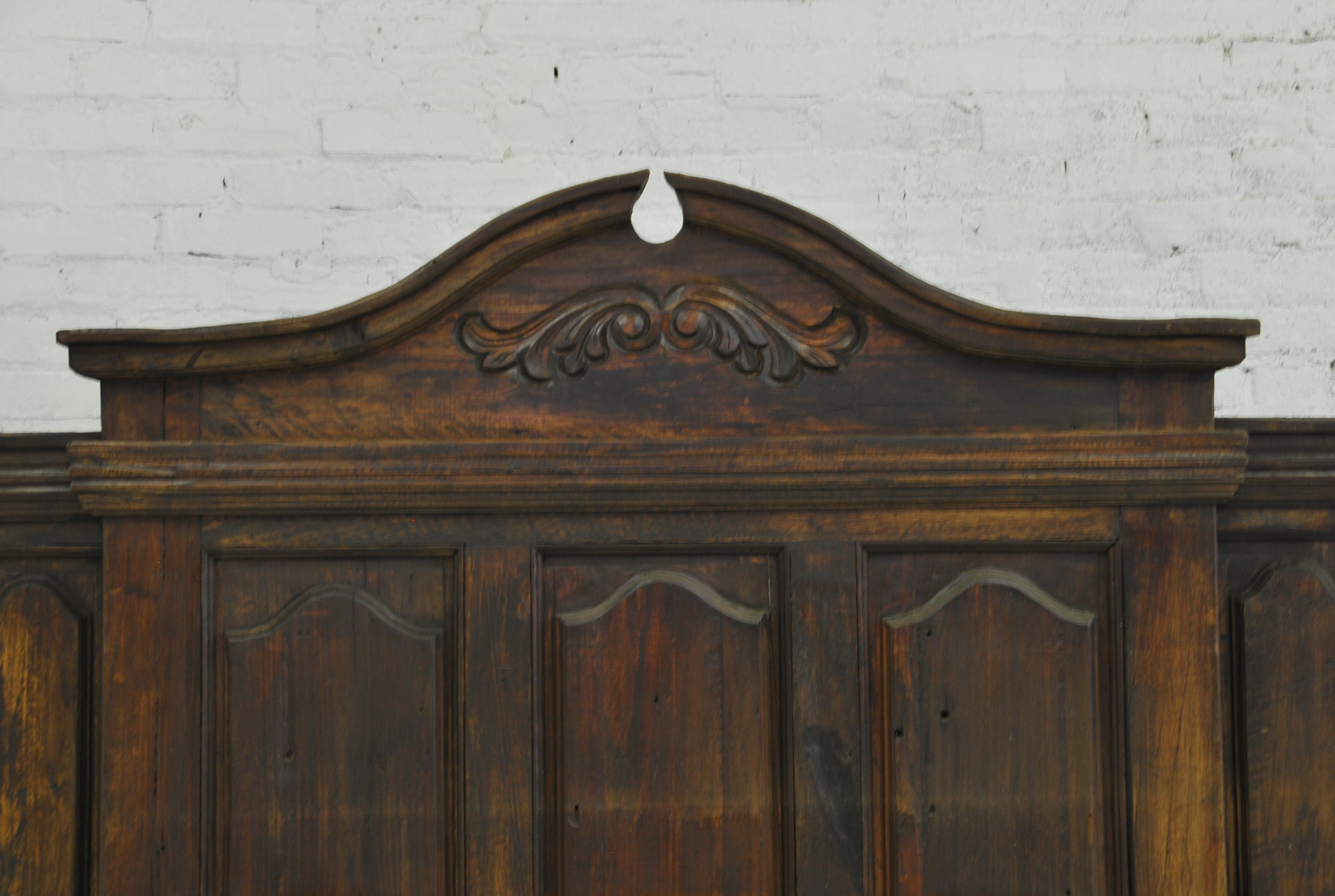 Barn Wood Bedframe - Floral Pediment (KING) BD-005