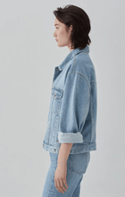 Load image into Gallery viewer, Oversized Denim Jacket 寬版淺藍牛仔外套
