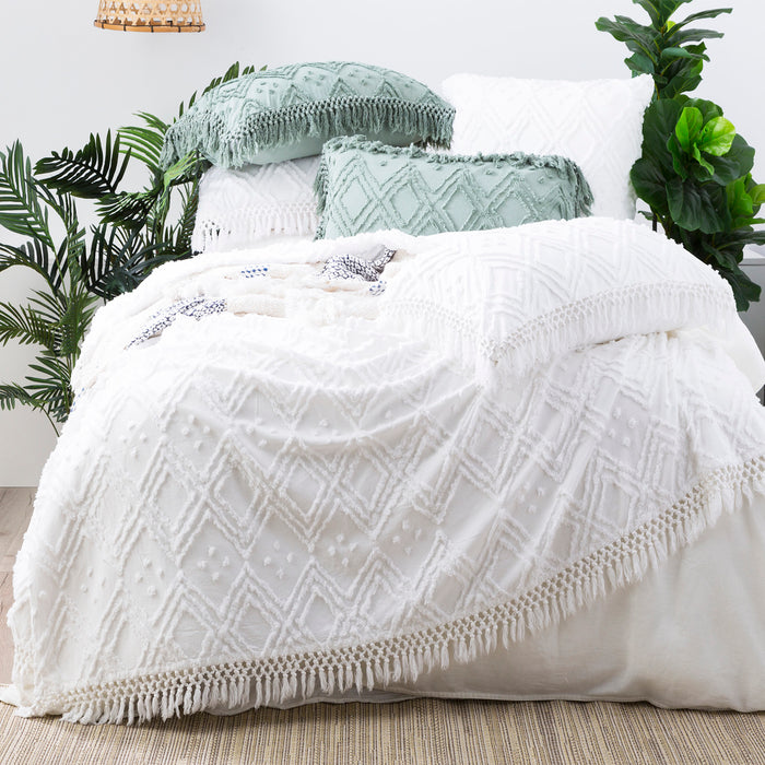 Park Avenue Medallion 100 % cotton Vintage washed Tuffted Bed Cover set