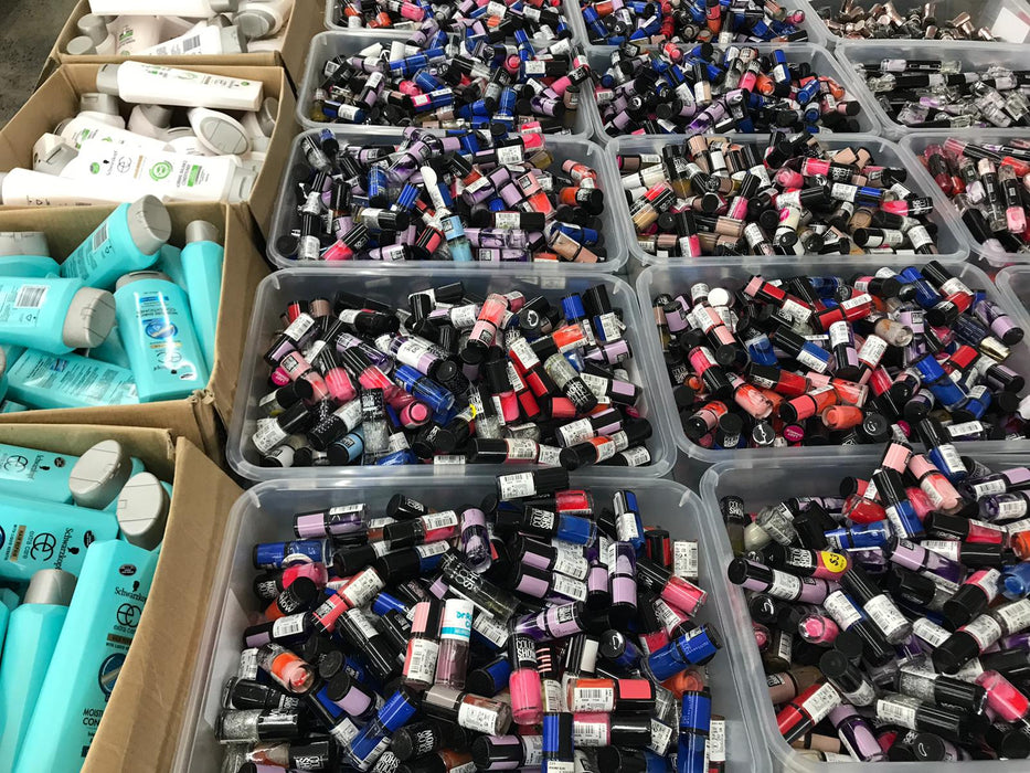 20 ASSORTED NAIL POLISHES ALL BRANDED