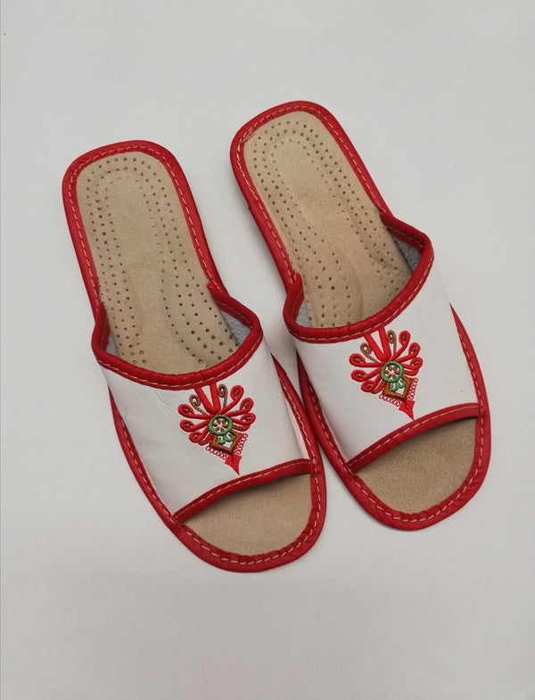 EMBROIDERED - HAND-MADE-GENUINE-LEATHER-SLIPPERS-FLATS-MADE-IN-POLAND-EUROPEAN-POLISH-VIBES -GIFT-GALLERY -KAPCIE -DAMSKIE -SKORZANE-PANTOFLE- GORLASKIE