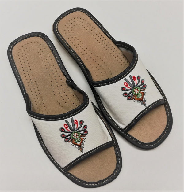 2260px EMBROIDERED - HAND-MADE-GENUINE-LEATHER-SLIPPERS-FLATS-MADE-IN-POLAND-EUROPEAN-POLISH-VIBES -GIFT-GALLERY -KAPCIE -DAMSKIE -SKORZANE-PANTOFLE- GORLASKIE
