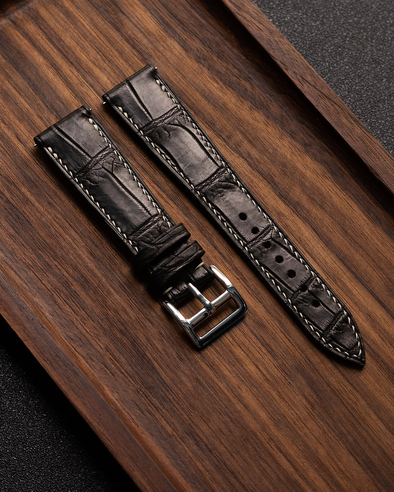 Alligator Square Scale Leather Strap (Black, Semi-matte)