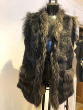 Load image into Gallery viewer, Real Fur Gilet