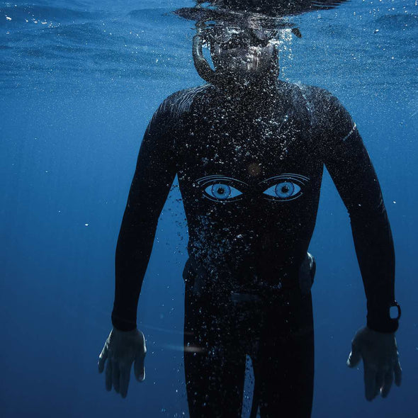 Diver-wearing-Shark-Eyes-shark-deterrent-shark-eyes-rash-vest-underwater
