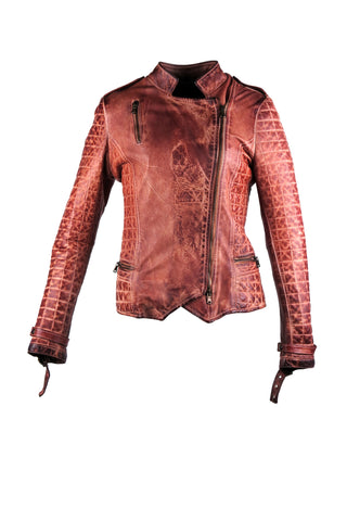Motorcycle jacket with asymmetrical zipper with three front pockets, two side pockets on the bottom and one on the chest. With a quilted detail design on the sleeves and the sides of the jacket.
