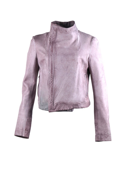 Motorcycle jacket with asymmetrical zipper with oversized lapels and two front side pockets. With oversized collar and outlining stitch design.