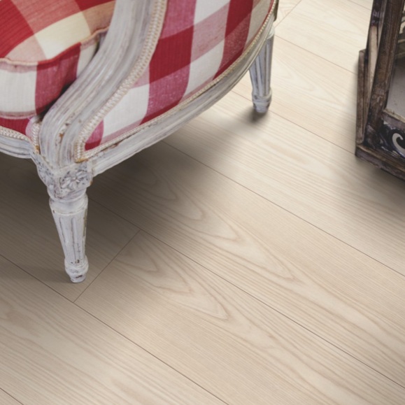 Pergo Natural Ash Laminate (Long Plank 4V)