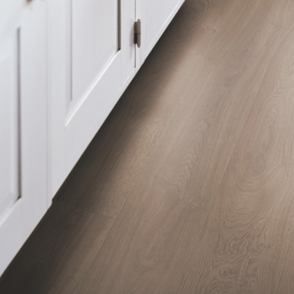 Pergo Burnt Oak Laminate (Long Plank 4V)