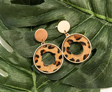 Load image into Gallery viewer, Leopard Print Circle Earrings