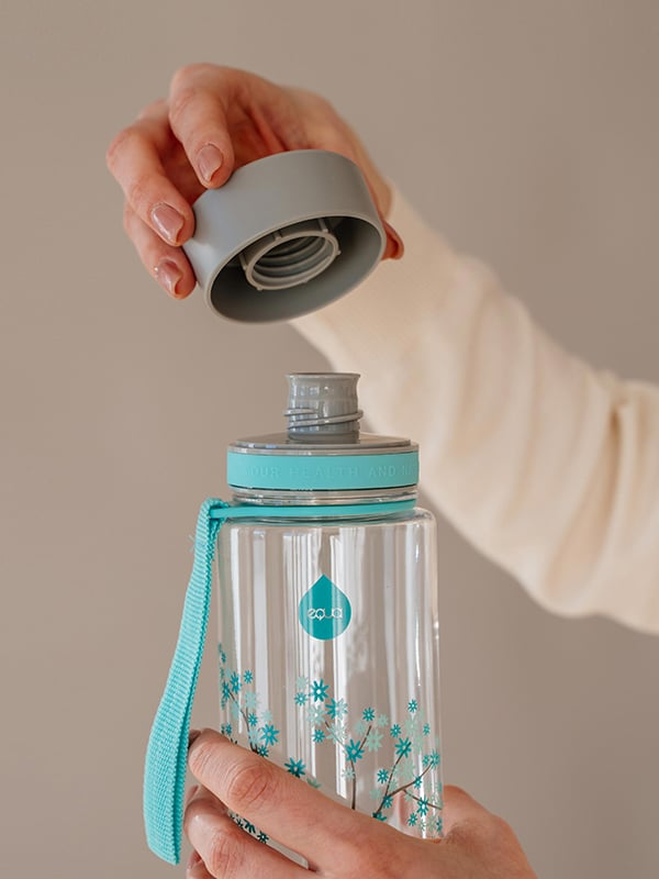 EQUA BPA FREE water bottle, Esprit Mint Blossom, close up of the lid and mouthpiece, mint and grey color