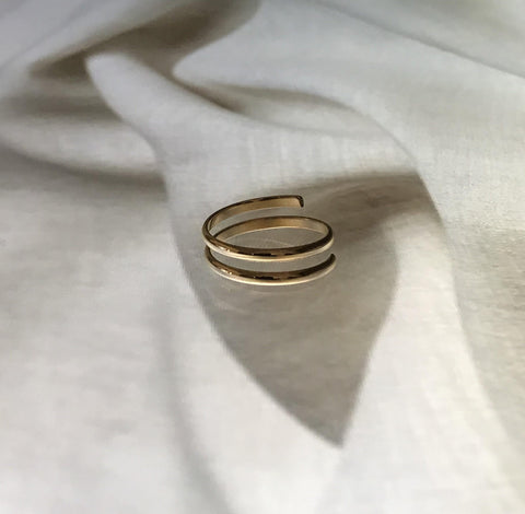 18k Gold Band Thin Twirl Ring