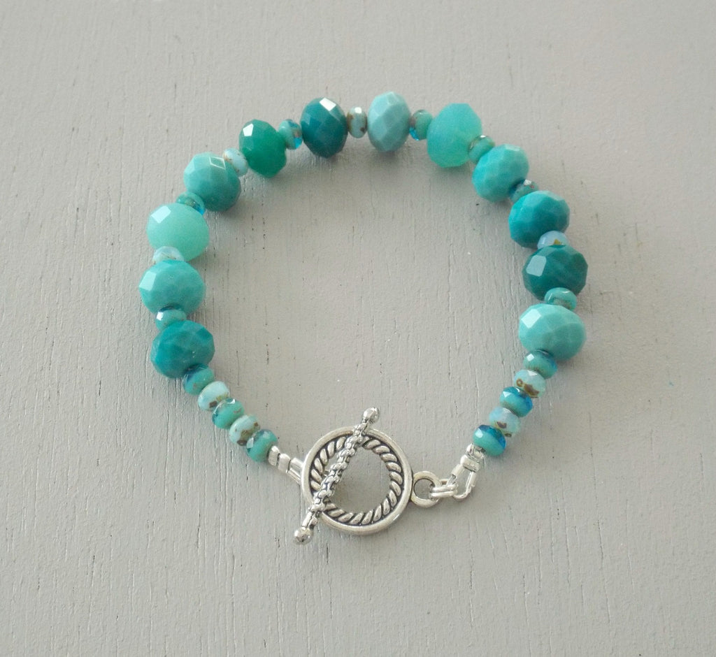 Single strand bracelet with turquoise & teal faceted rondelle with a barley twist clasp
