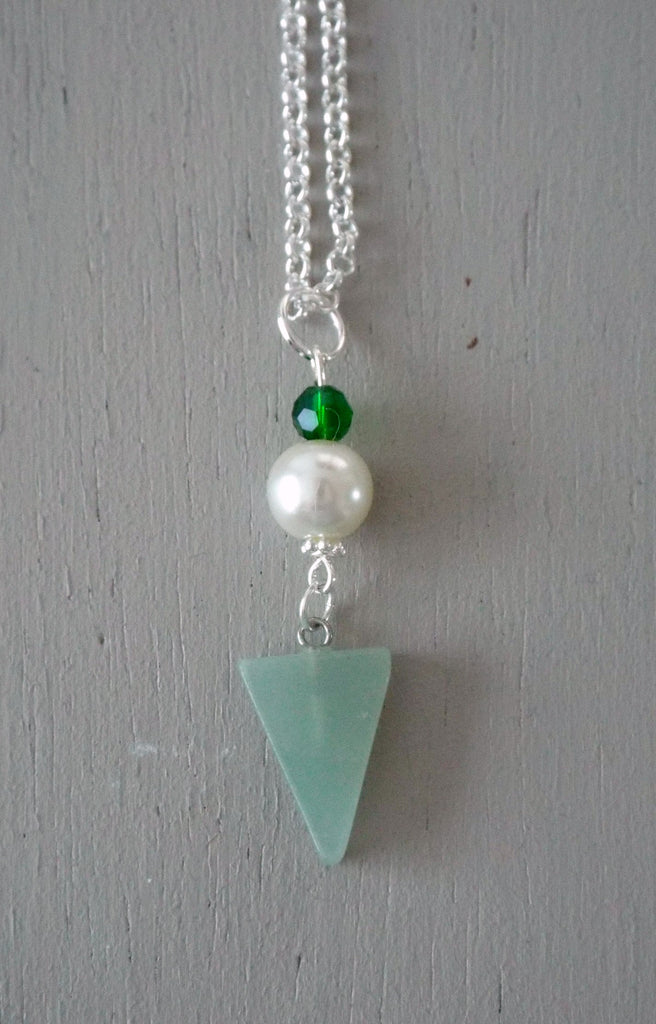 Pendant with 29x15mm green aventurine triangle, ivory pearl / sparkly green mini