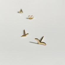 Load image into Gallery viewer, Gold Lasta earrings