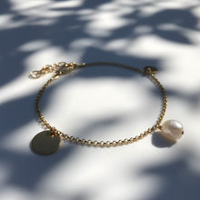 Load image into Gallery viewer, Gold Pearl and Dukat bracelet