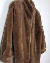 Load image into Gallery viewer, Manteau en fausse fourrure marron