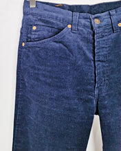 Load image into Gallery viewer, Levi's velours côtelé bleu nuit made in France taille 34/36