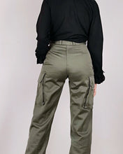 Load image into Gallery viewer, Pantalon cargo militaire kaki taille 36