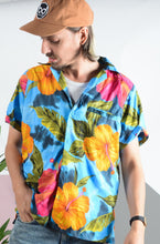 Load image into Gallery viewer, Vintage 90s Hawaiian shirt in blue