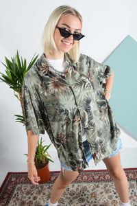Vintage Hawaiian pattern shirt in green
