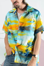 Load image into Gallery viewer, Vintage Hawaiian pattern shirt