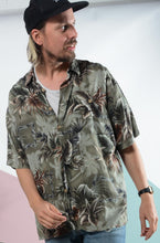 Load image into Gallery viewer, Vintage Hawaiian pattern shirt in green