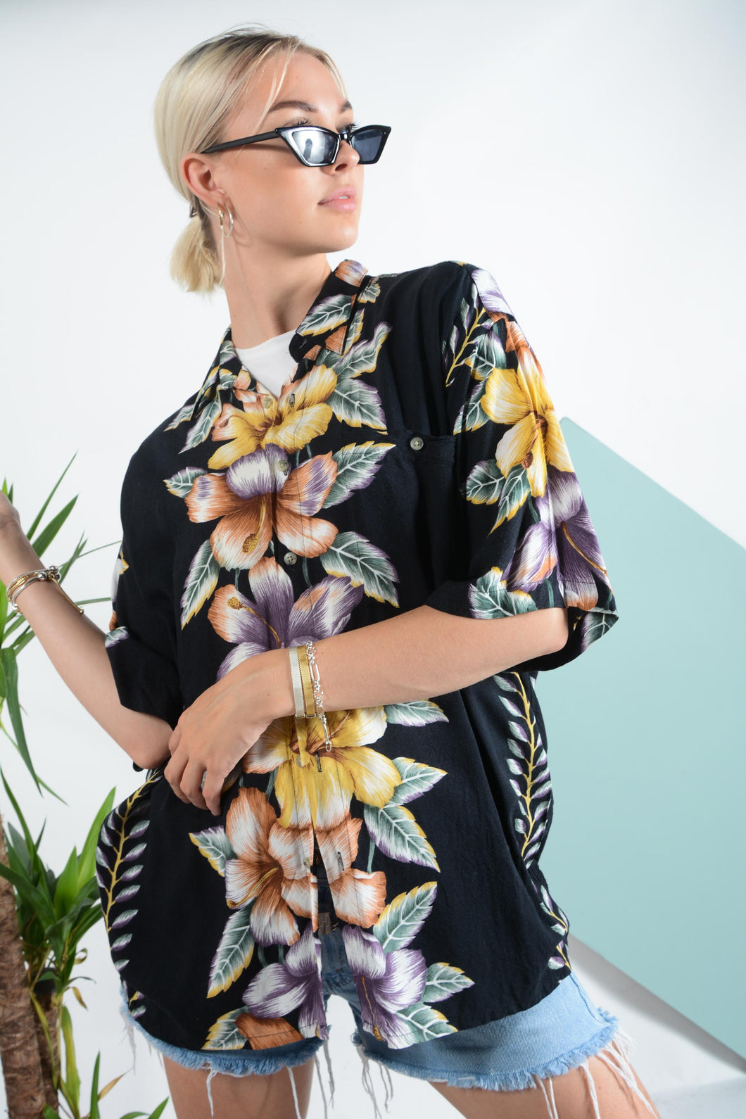 Vintage Hawaiian pattern shirt in black