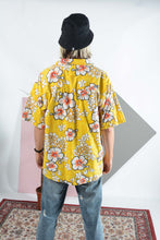 Load image into Gallery viewer, Vintage Hawaiian shirt in yellow