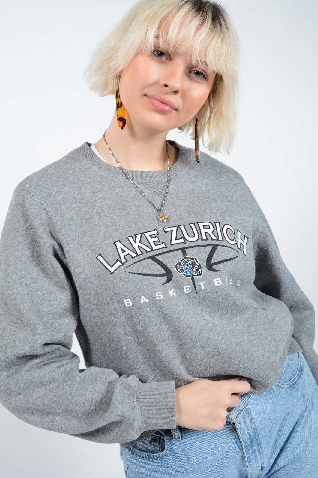 Vintage Sweatshirt in Grey with Basketball Print - M