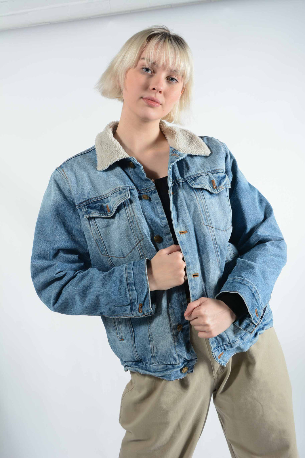 Vintage Denim Jacket in Blue With Shearling Lining -L