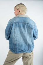 Load image into Gallery viewer, Vintage Denim Jacket in Blue With Shearling Lining -L