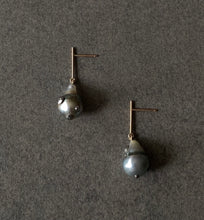 Load image into Gallery viewer, The Petite Collection Short Straight Drop Articulated Tahitian Baroque Pearl Earrings