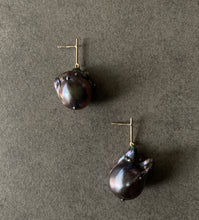Load image into Gallery viewer, Large Black Pearl Short Line Drop Earrings