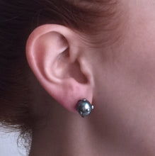 Load image into Gallery viewer, Single Black Pearl Stud Earring